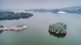 Luchtfotografie van Tianzi-Meer na sneeuw in Langxi-Provincie, Xuancheng-Stad, Anhui-Provincie, China royalty-vrije stock afbeeldingen