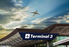 Luchthaven bij zonsondergang Stock Fotografie