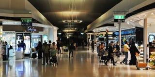Luchthaven die met vrijstelling van rechten winkelen Royalty-vrije Stock Foto