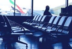 Luchthaven het wachten zitkamer royalty-vrije stock afbeelding