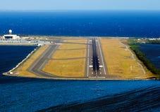 Luchthaven op het eiland stock foto's