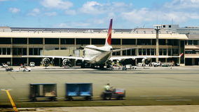 Luchthavenpoorten, Vliegtuigen & Tarmac stock video