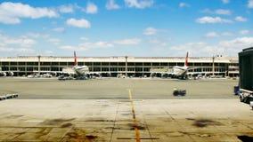 Luchthavenpoorten, Vliegtuigen & Tarmac stock videobeelden