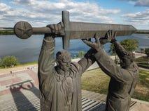 Luchthommel die van Victory Monument in Magnitogorsk, Rusland wordt geschoten royalty-vrije stock fotografie