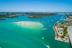 Luchthommelbeeld van Haulover-sandbar van Strandmiami Florida met stock fotografie