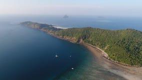 Luchthommelfoto van het noordelijke deel van het oosten van iconisch tropisch Phi Phi-eiland royalty-vrije stock afbeelding