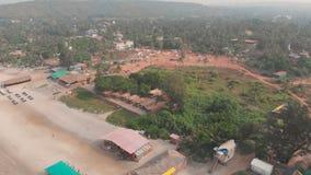 Luchthommelmening van Arambol-strand in Goa India stock footage