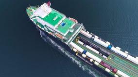 Luchthommelmening van containervrachtschip, invoer-uitvoerzaken logistisch en vervoer van Internationaal door schip in open