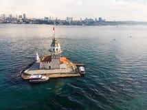 Luchthommelmening van Meisje` s Toren in Uskudar Istanboel/Kiz Kulesi Stock Foto