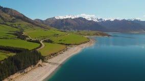 Luchthommelschoten van Meer Hawea, Zuideneiland, Nieuw Zeeland stock videobeelden