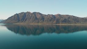 Luchthommelschoten van Meer Hawea, Zuideneiland, Nieuw Zeeland stock footage