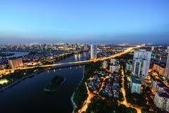 Luchthorizonmening van cityscape van Hanoi bij schemering Linh Dam-schiereiland, Hoang Mai-district, Hanoi, Vietnam Royalty-vrije Stock Foto's