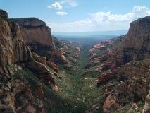 Luchtlandschap boven een vallei dichtbij Sedona, Arizona stock afbeeldingen