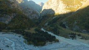 Luchtlandschapsmening van de bergen van de Kaukasus stock video