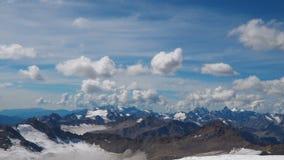 Luchtlandschapsmening van de bergen van de Kaukasus stock videobeelden