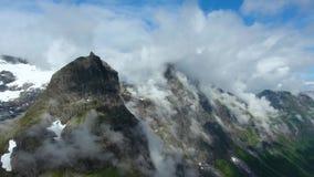 Luchtlengte mooie aard Noorwegen stock footage