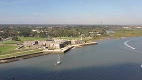Luchtlengte van Castillo DE San Marcos in Heilige Augustine, Florida stock videobeelden