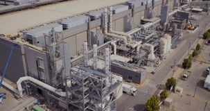 Luchtlengte van grote industriële complex stock footage