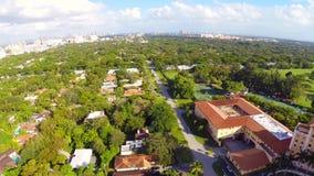Luchtlengte van het Biltmore-Hotel Miami stock footage