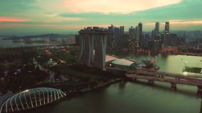 Luchtlengte van Marina Bay Sands Hotel Singapore stock video