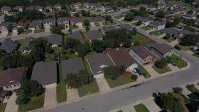 Luchtluchtparade van de typische woonbuurt van San Antonio Texas stock video