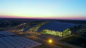 Luchtmening aan terminal van Platov-luchthaven stock video