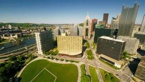 Luchtmening de van de binnenstad van Pittsburgh stock videobeelden