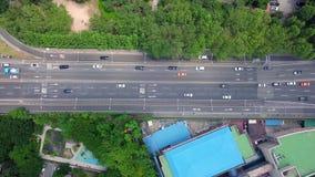 Luchtmening die van Vervoer zich bij Weg bewegen stock video