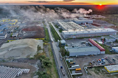 Luchtmening op industriezone bij zonsondergang Rusland Stock Foto's