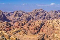 Luchtmening over bergenwoestijn in Petra Stock Foto's
