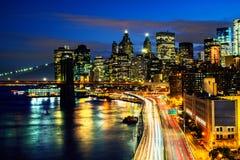 Luchtmening over de stadshorizon in de Stad van New York, de V.S. bij nacht royalty-vrije stock afbeelding