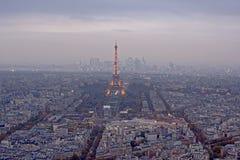 Luchtmening over de toren van Eiffel het de omgeving van ` s bij dageraad, Parijs Royalty-vrije Stock Fotografie