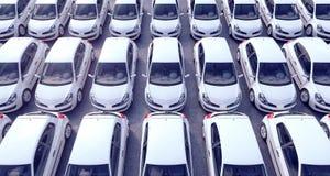 Luchtmening over geparkeerde auto's voor verkoop op een Royalty-vrije Stock Afbeeldingen