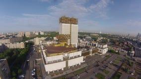 Luchtmening over Gouden hersenen - de bouw van Russische Academie van Wetenschappen stock videobeelden