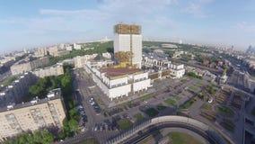 Luchtmening over Gouden hersenen - de bouw van Russische Academie van Wetenschappen stock footage