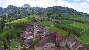 Luchtmening over het Landschap van Gruyeres zwitserland stock footage