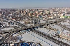 Luchtmening over M De brug van de Torezstraat Tyumen Royalty-vrije Stock Afbeelding