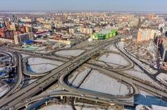 Luchtmening over M De brug van de Torezstraat Tyumen Royalty-vrije Stock Afbeeldingen