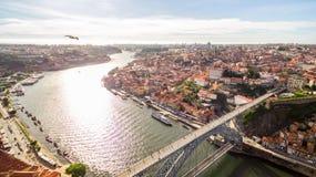 Luchtmening over Porto ` s oude stad, Ribeira, Duoro-rivier en de Porto Brug Luiz I Brug, 17 Mei 2017 Royalty-vrije Stock Afbeeldingen