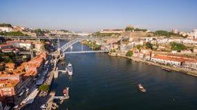 Luchtmening over Porto ` s oude stad, Ribeira, Duoro-rivier en de Porto Brug Luiz I Brug, 17 Mei 2017 Stock Afbeeldingen