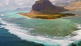 Luchtmening over vulkanisch tropisch eiland