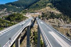 Luchtmening over weg in Metsovo Metsovitikosbrug Epirus, bergen van Pindus in noordelijk Griekenland royalty-vrije stock afbeeldingen