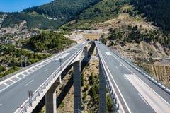 Luchtmening over weg in Metsovo Metsovitikosbrug Epirus, bergen van Pindus in noordelijk Griekenland royalty-vrije stock fotografie