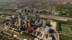 Luchtmening van Amsterdam met Zuidas stock videobeelden