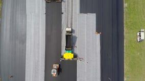 Luchtmening van asfaltproduct stock videobeelden