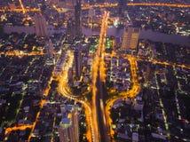 Luchtmening van auto's op Taksin-Brug in financieel district en s stock afbeelding