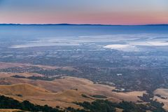 Luchtmening van baai de Zuid- van San Francisco na zonsondergang Royalty-vrije Stock Fotografie