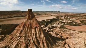 Luchtmening van bergen in woestijn stock footage
