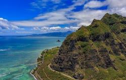 Luchtmening van bergranden en kustlijn in Oahu Hawaï Royalty-vrije Stock Afbeelding
