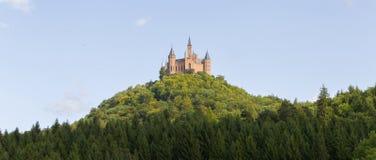 Luchtmening van beroemd Hohenzollern-Kasteel, voorouderlijke zetel van stock foto